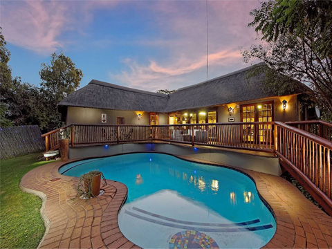 Located In The Vibrant North Western Suburb Of Honeydew Randburg Johannesburg Amakoekoe Guest Lodge Offers Visitors A Taste Local Hospitality And